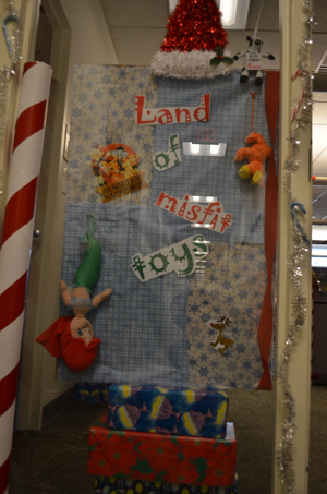 Archived headlines news johns hopkins university for Nursing home christmas door decorations